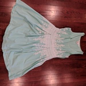 Max studio mint dress with embroidery
